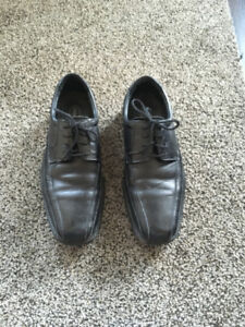 MEN'S (BOY'S) LEATHER DRESS SHOES - SIZE 8 -NEW! USED 3 TIMES