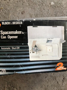 New - Black and Decker SpaceMaker Can Opener