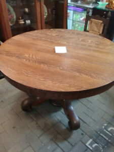 ANTIQUE  ROUND TIGER OAK DINING TABLE