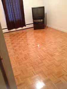 ROOM FOR RENT - ALL IN - MUST SEE!
