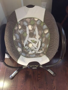 BABY SWING - Graco Glider LX Electric swing with Lullaby