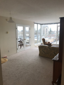 Sunny Bright Down Town 1 + DEN, 755sq.ft. furnished, 1st October