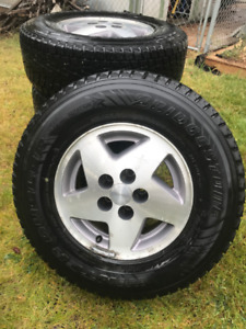 "15"" Alloy Rims and P235/75 R15 105Q Winter Tires for sale"
