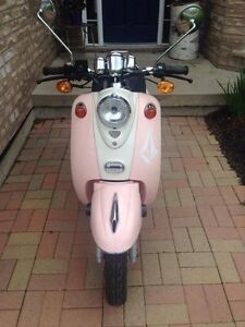 Saga Retro Scooter