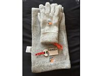 Super dry scarf and glove set