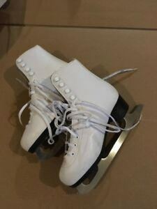 PTX girl figure skate shoes (size 4)