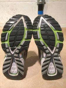Women's Under Armour FootSleeve Running Shoes Size 9.5 London Ontario image 4