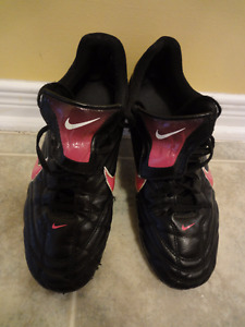 Nike Girls Soccer Shoes US Size 10, UK Size 6.5