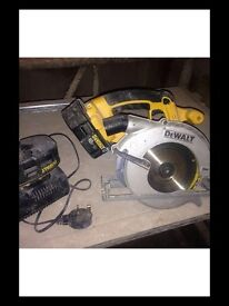 Cordless dewalt circular saw with 2 18v batteries and charger