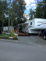 KEYSTONE SPRINTER 5TH WHEEL - FULLY LOADED
