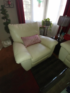 Ivory leather recliner chair in excellent condition