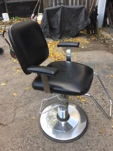 Hydronic hair dressing chair. Great cond