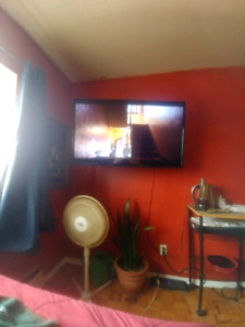 """47"""" Smart LCD TV (NO STAND)"""