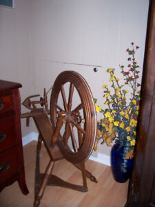 Rouet Ancien / Antique Spinning Wheel