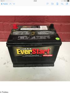 """Batterie d""""auto presque neuve"""