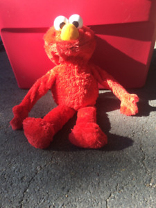 Big Hugs Elmo wraps arms around child & hugs, plays make believe