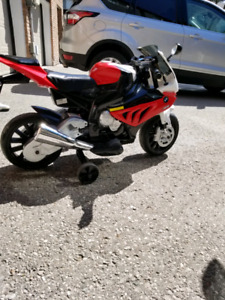 KIDS BMW  MOTORCYCLE... AGE 4 & UP