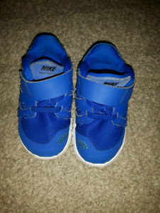 Nike toddler size 5 shoes