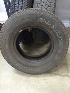 Goodyear wangler 235/75/15 West Island Greater Montréal image 2