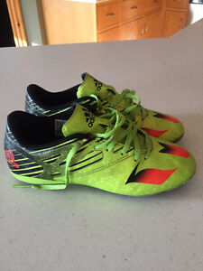 Adidas boys soccer cleats size 5