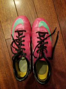 Size 5 Nike Cleats