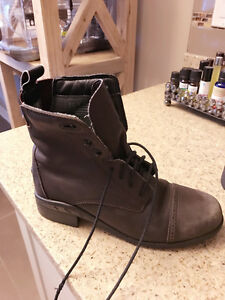 ARIAT RIDING BOOTS SZ 4