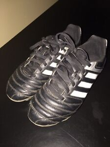 size 2 Adidas soccer cleats Kitchener / Waterloo Kitchener Area image 2