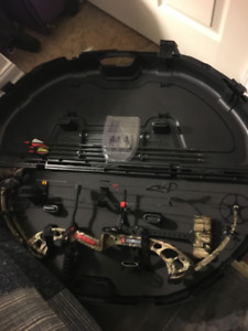 Left Handed Compound Bow 30-70LB Draw Weight. Barely Used!