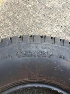 Like New Tire 265/75R16