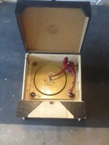 VINTAGE FLEETWOOD SUITCASE RECORD PLAYER