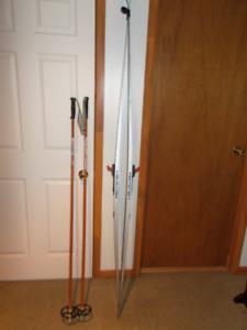 1  paires  de  Ski  de  Fond   ET  Batons