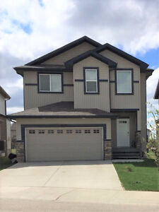 Large 4 Bdrs/AC/Lake view house for rent in Edmonton SE Aug 1st
