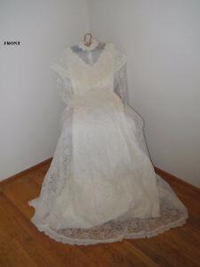 Old-fashioned Wedding Dress Kingston Kingston Area image 6