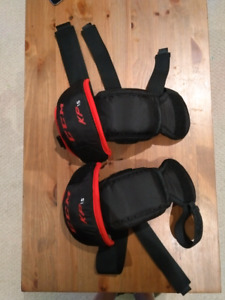 CCM junior goalie knee pads KP 1.5