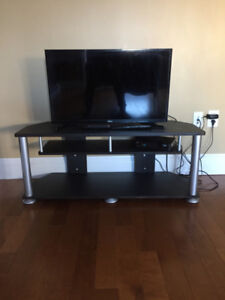 "Samsung 32"" LED TV and Sturdy Stand (5 Months Old)"
