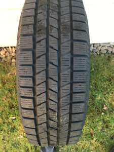 Pneus hiver Pirelli Scorpion  Ice and Snow 215/70R16