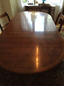 Beautiful Antique dining room set with 6 chairs West Island Greater Montréal image 2