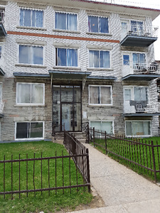 laval chomedey  4 1/2 for rent