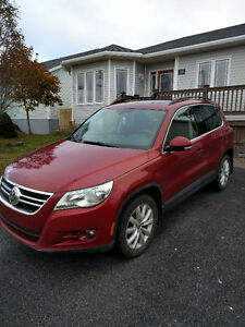 REDUCED - 2011 Volkswagen Tiguan Highline SUV, Crossover