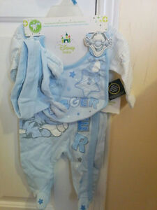 5 piece suit includes bib, hat, mittens, bodysuit, and overall