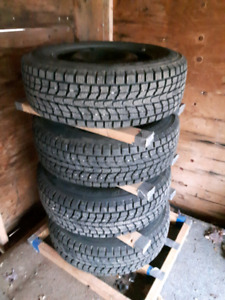 REDUCED PRICE !! 4 Snow Tires Dunlop with Steel Rims