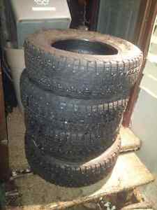 Firestone 185/70R14 Winter Force M/S Stud Winter Tires