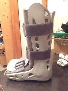 Aircast AirSelect Standard Walking Boot Brace Sz Small Kitchener / Waterloo Kitchener Area image 4