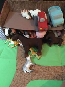 Ferme en jouet qui se plie avec plusieurs figurines d'animaux