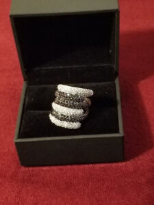 Sterling Silver B&W Stacked Rings (Size 7)