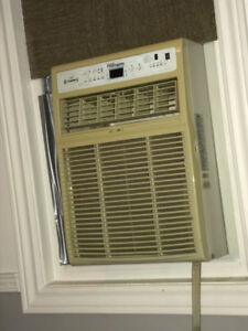 8000 BTU Danby premiere vertical air conditioner with remote, ol