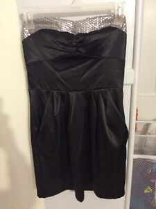 BNWT Strapless Dress With Sequins & Pockets Sz 3