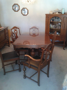 ANTIQUE GIBBARD DINING ROOM SET