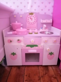 Strawberry solid wood kitchen