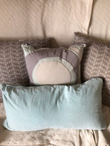 Throw/Accent Pillows